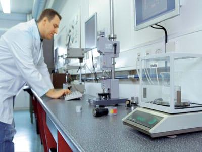 Développement Caoutchouc et plastique dans les laboratoires de Mitex